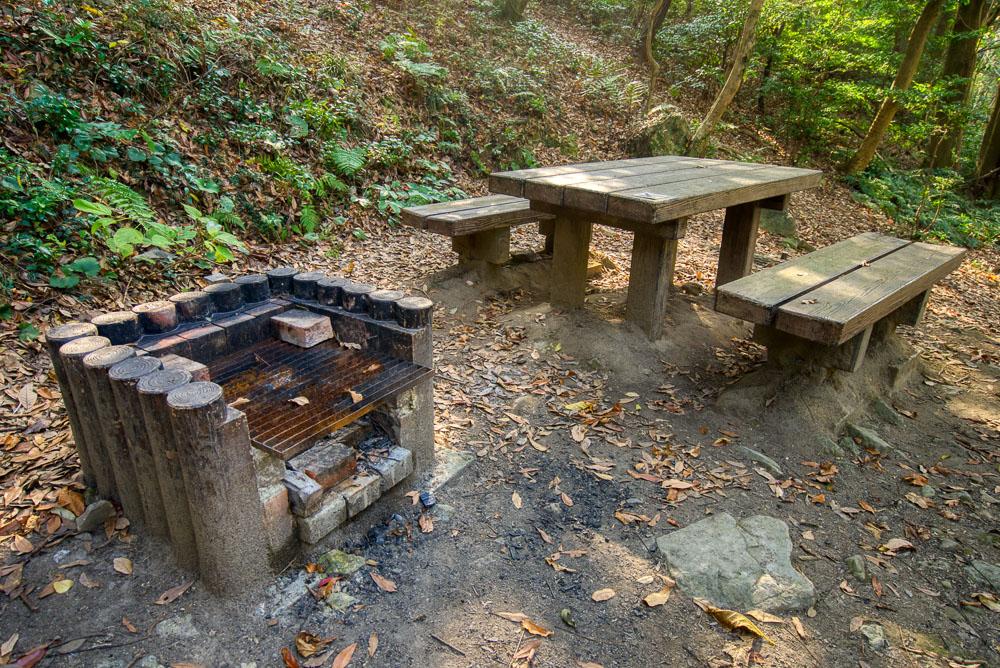 深坂自然の森 かまどとテーブルの区画