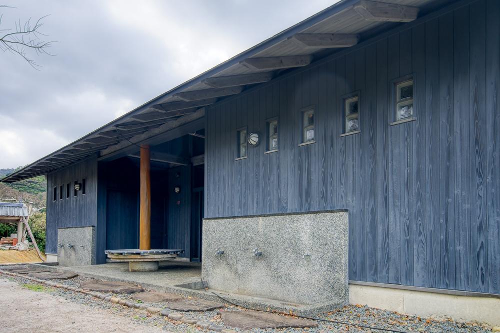 須佐湾エコロジーキャンプ場 トイレ・シャワー棟