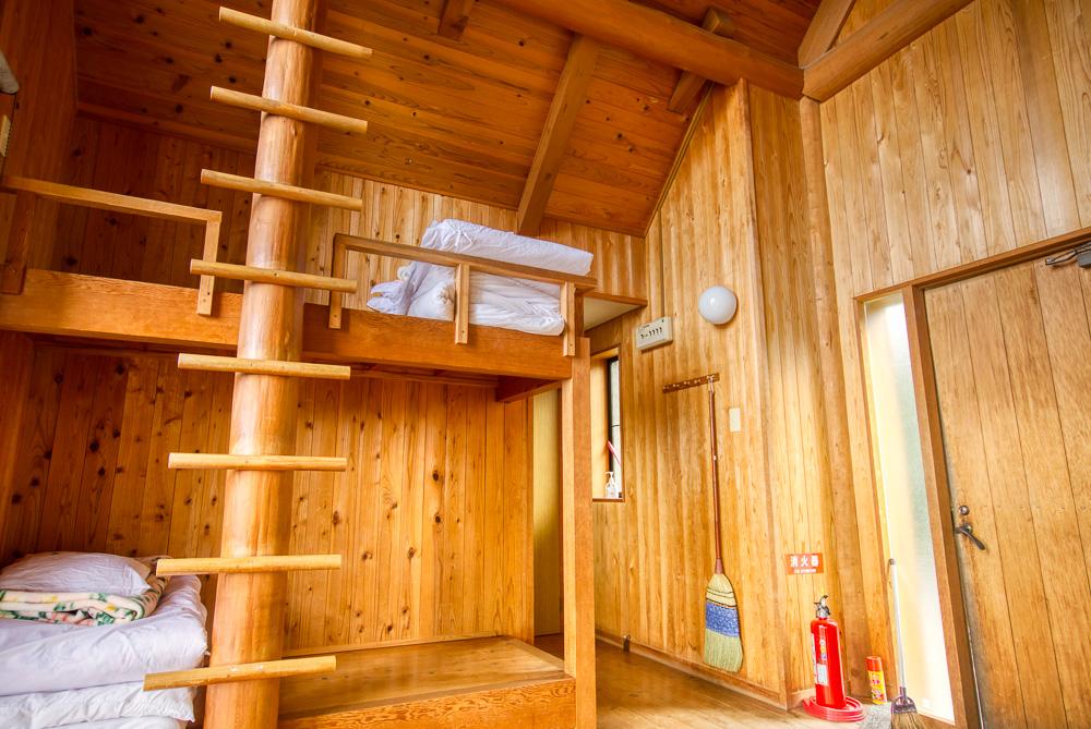 須佐湾エコロジーキャンプ場 6人用ケビン棟1