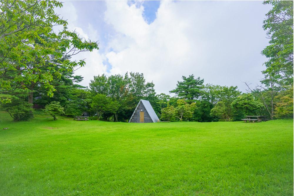長野山緑地公園 傾斜のあるキャンプサイト