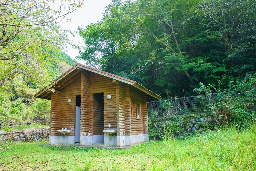 桂木山麓緑地自然公園村キャンプ場 トイレ棟